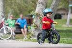 Ребенок на велоспиеде