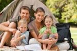 Семья с детьми в лесу