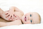 Как делать массаж новорожденному