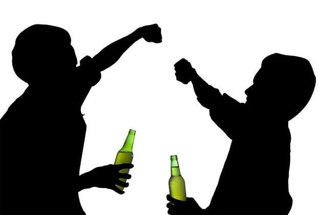 дети пьют алкоголь