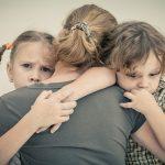 Что делать, если ребенок считает маму своей собственностью