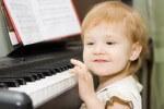 Малыш у пианино: музыкальное воспитание детей
