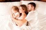 Совместный сон: папа, мама и ребенок